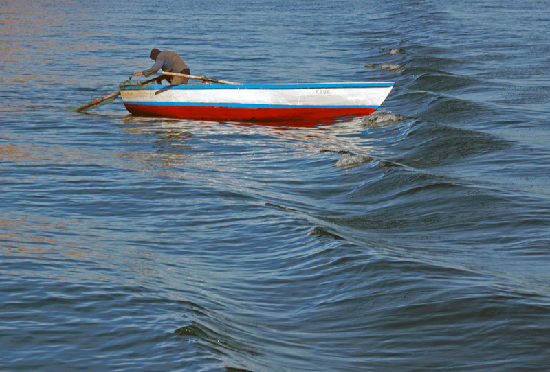 Titicaca 5320<br /> Rowing on Lake Titicaca
