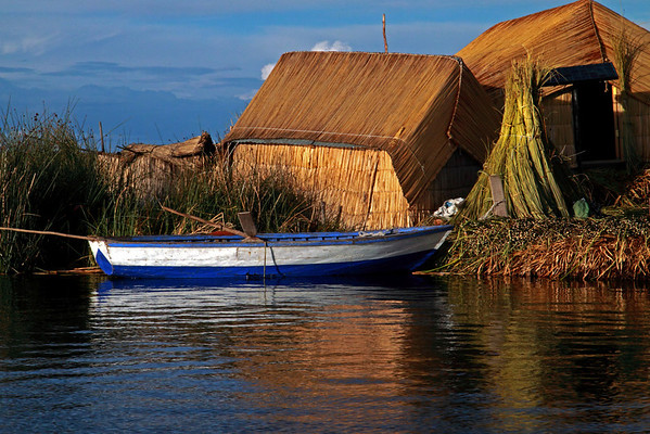 Titicaca 5511<br /> Boat tied up to floating Islands