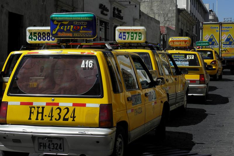 Un taxi por favor