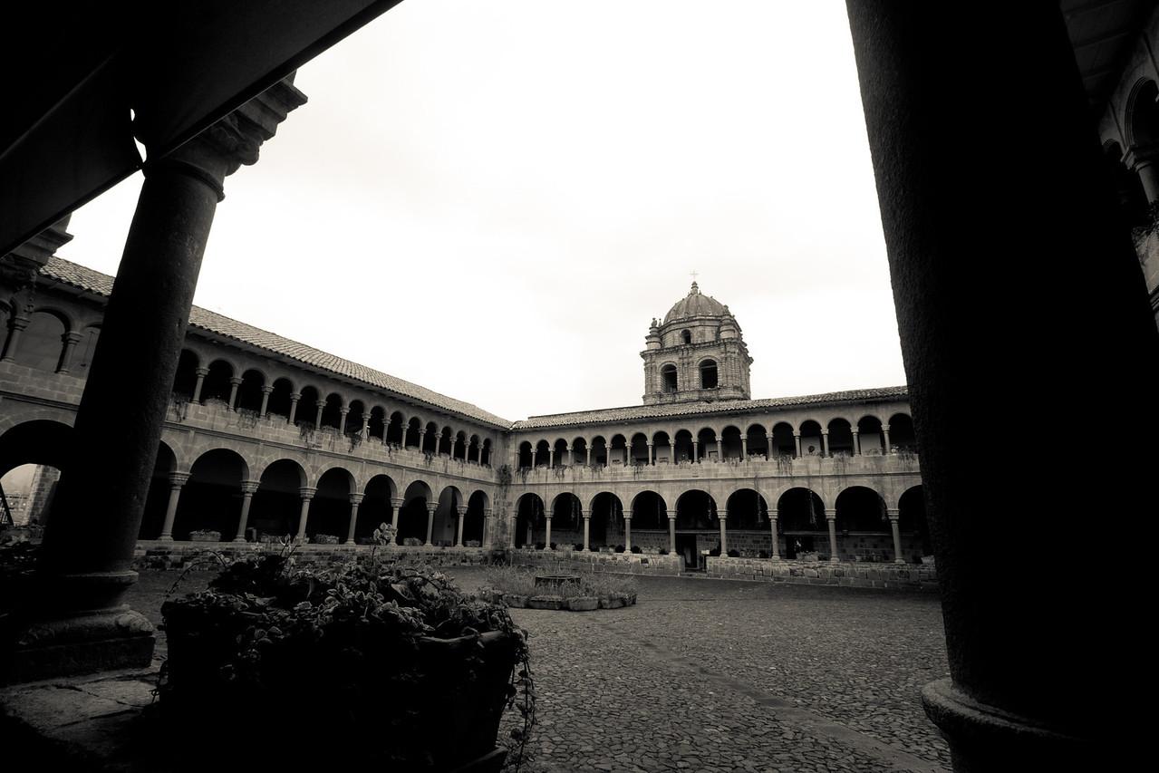 cusco santo domingo courtyard