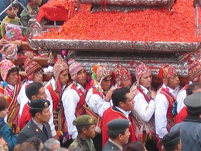 Processie van de Heer van de Aardbevingen. Cuzco, Peru.