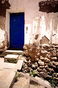 cusco blue door