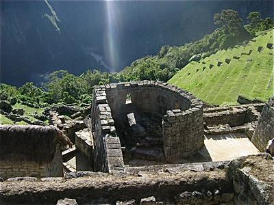 De zonnetempel van Machu Picchu, Peru.