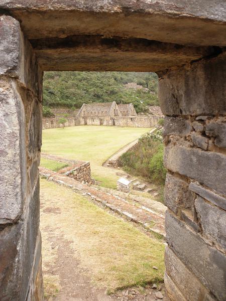 Choquequirao es el último refugio de los Incas antes de su desaparción. Al tener sólo una vía de acceso a pie, 3 días por por selva y montaña, hacen de su visita algo muy especial. No llegan más de una docena de turistas por día.