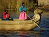 Totora, barca artesanal que todavía utilizan los habitantes aunque sea para ofrecer un paseo a un turista con dinero