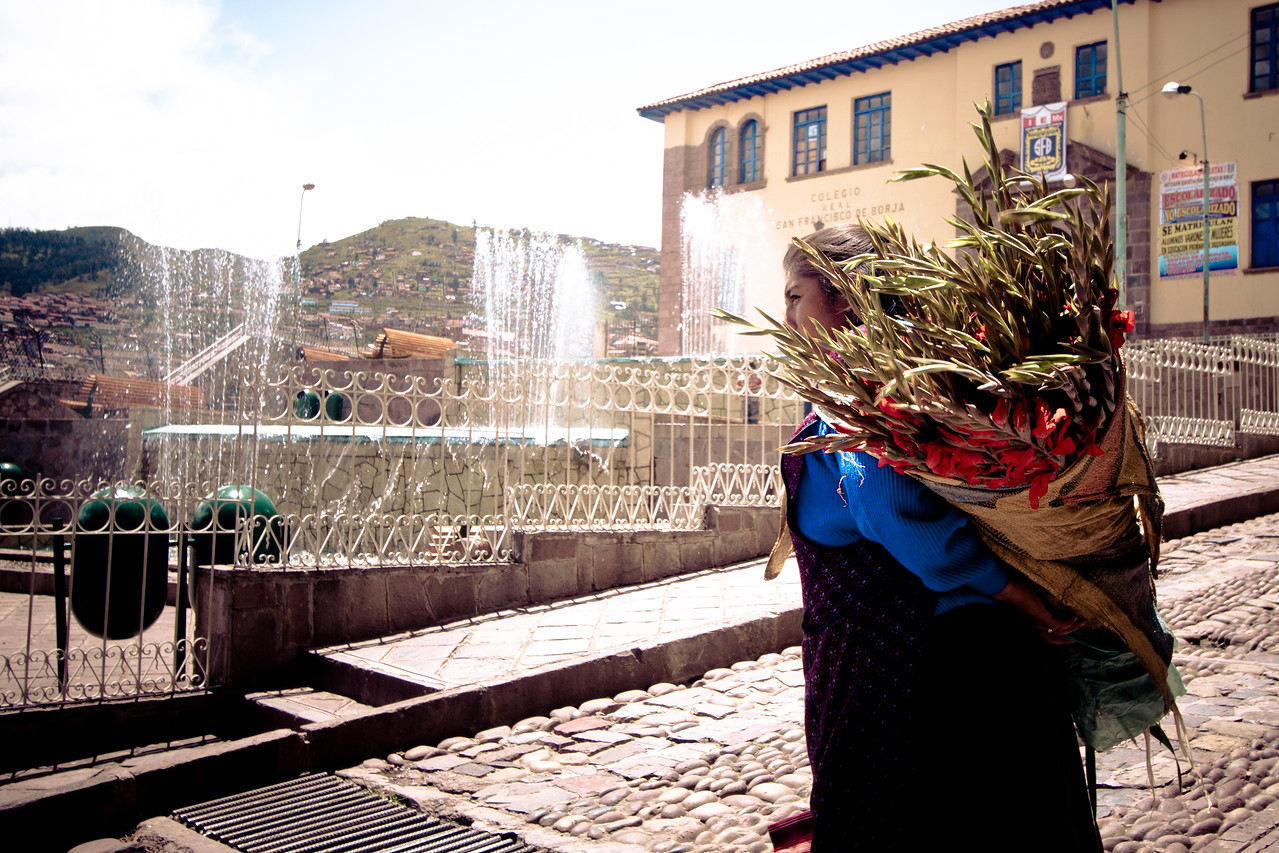 cusco flower lady
