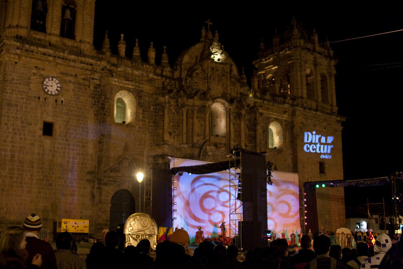 In the main square in front of the Cathedral of Santo Domingo, there were special events such as dance and theatre performances every evening leading up to the New Year.