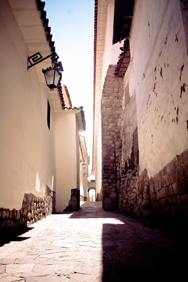 cusco alleyway