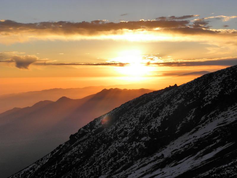 Campamento base a 4.700 metros en la ascensión al Misti (5.821 m.)