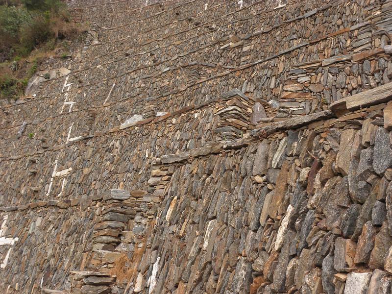 Terrazas incas de cultivo en Choquequirao, con las llamas decorando los muros.
