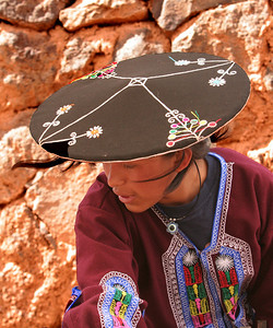 native dress, Raqchi, Peru