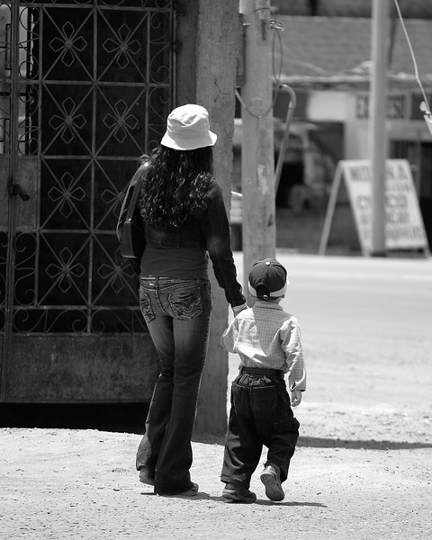Woman and child in Nasca, Peru