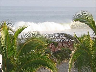 De golven van Mancora, Peru.