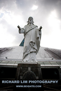 Statue of the Sacred Heart of Jesus infront of the Church of the Gesu.