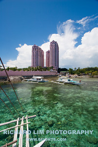"""The boat launch was just a hop, skip and a jump from our hotel. Located right behind the gaudy """"Pink"""" Hilton. Notice the clear water. Good thing I brought my polarizer filter."""