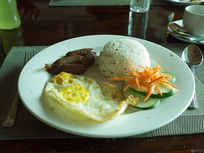 filipino breakfast with longanisa