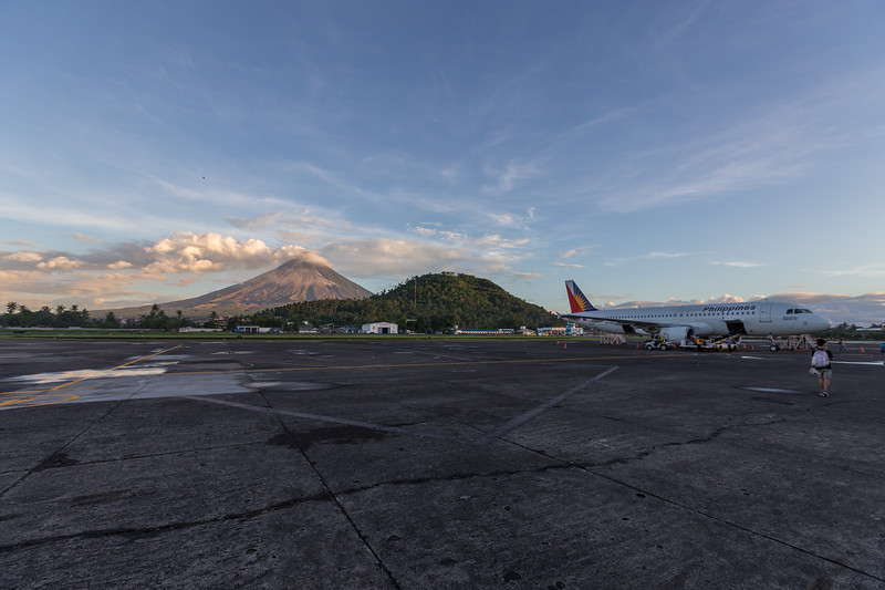 mayon volcano eruption from airport