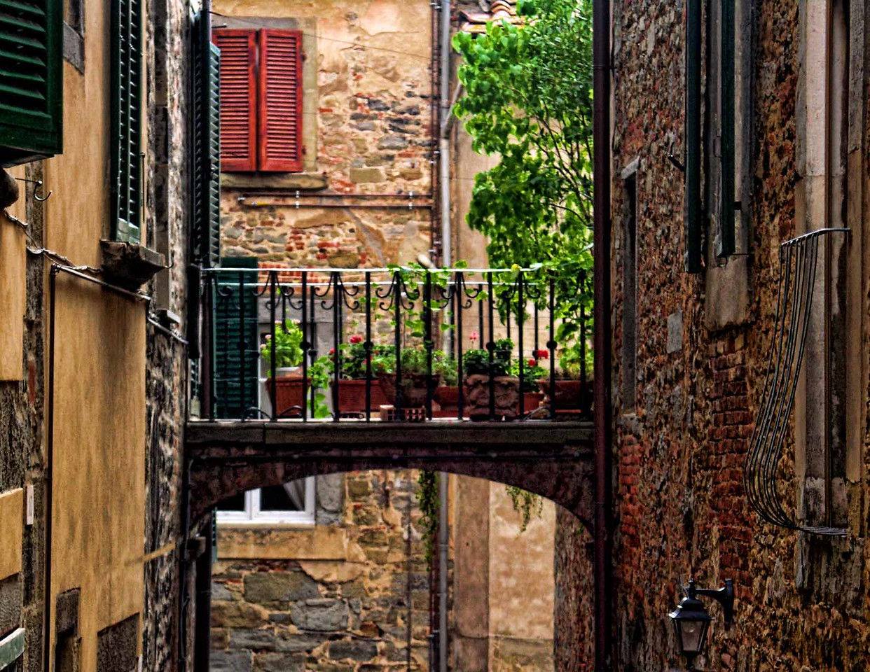 Bridge between Buildings, Cortona, Tuscany
