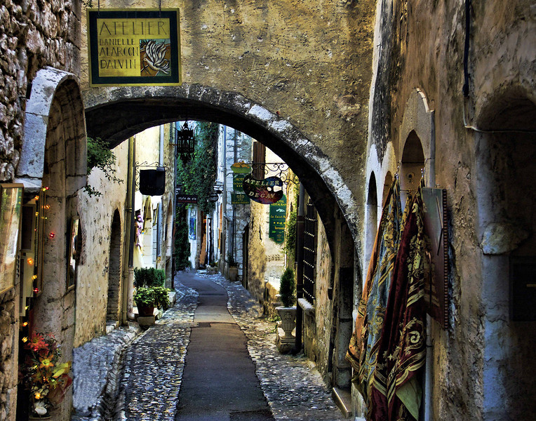 Street arch, St. Paul de Vence, Provence