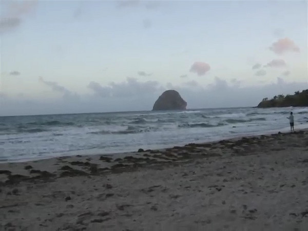 A video of the beach from the westerly end farthest from Diamant.
