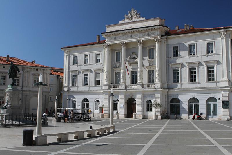 Municipal Hall on Tartinijev Trg