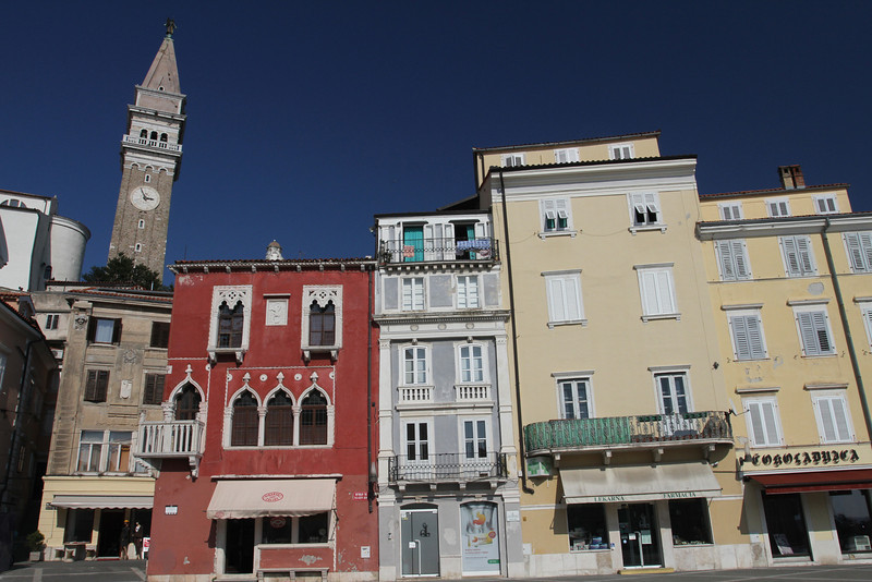 One of Piran's most eye-catching structures is the red 15th century Gothic Venetian House with its tracery windows and balcony in the northeast of the square.