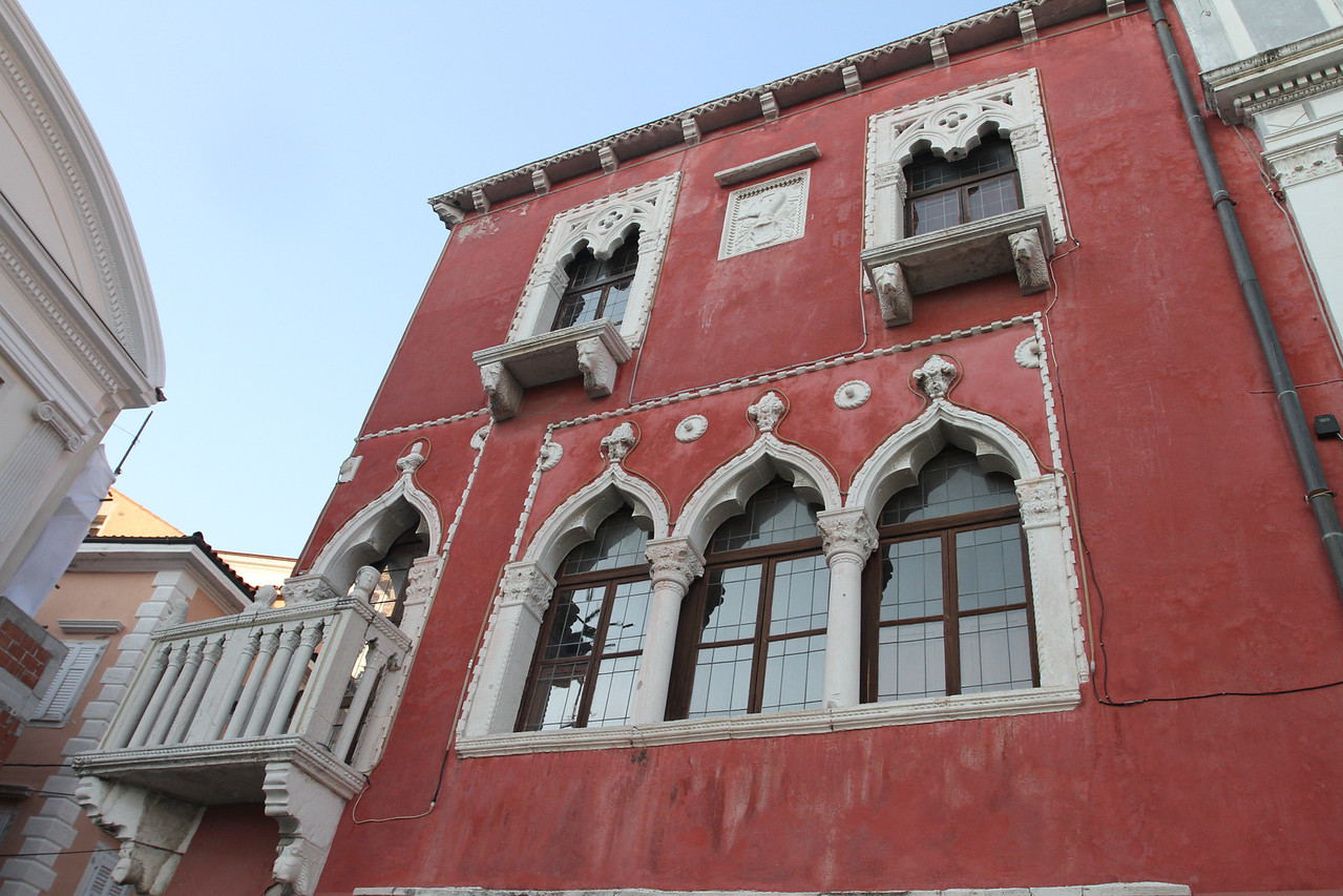 Venetian House: a weatlhy merchant from Venice fell in love with a beautiful local girl, but she soon became the butt of local gossips.  To shut them up (and keep his lover happy) the merchant built her this little palace complete with a visible message for all to read.