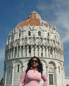 Anu at the leaning tower of Pisa, Italy.