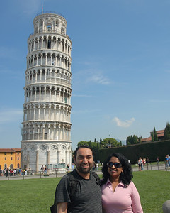 Anu & Suchit tt the leaning tower of Pisa, Italy.