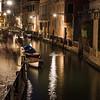 Ein etwas abgelegener Kanal bei Nacht