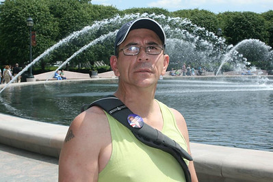 A day in Washington, DC - Joe in Mall garden - May 17, 2008