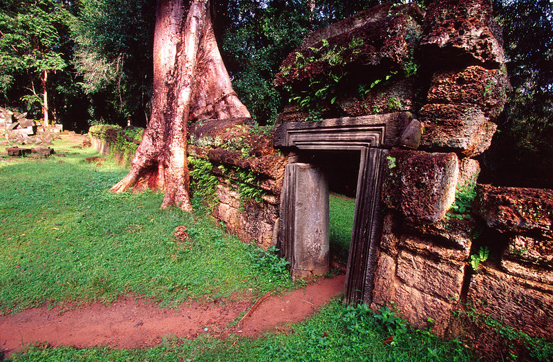 Crumbled Doorway, Ta Phrom<br /> (Cambodia, 2004)