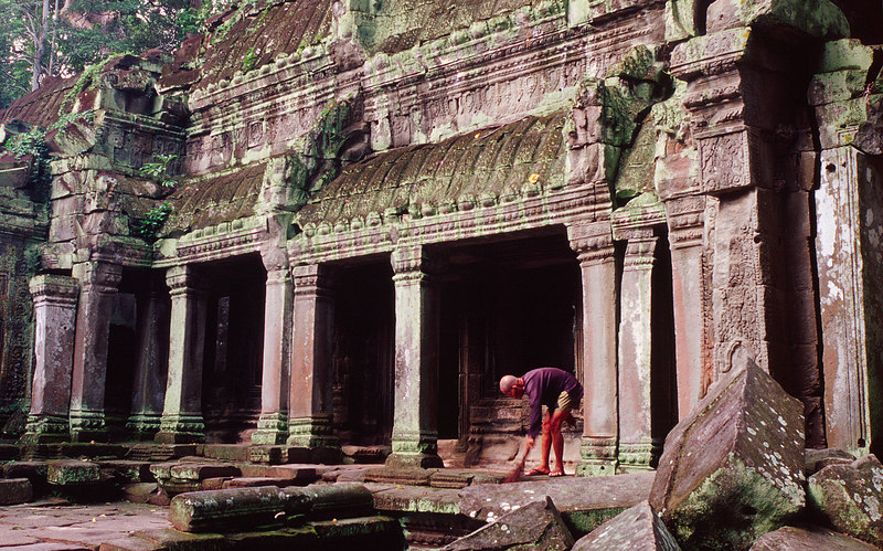 Monk Sweeping, Ta Phrom<br /> (Cambodia, 2004)