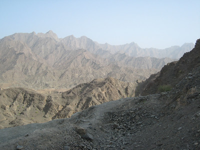 The magnificent view from the ridge just before dropping down to the Hatta pools.