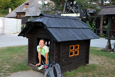 We couldn't leave without enjoying one of the best dog houses we've ever seen!