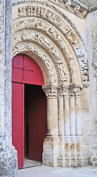 Next day we paid a visit to the ancient church of St. Pierre in the Saintonge on the French Camino trail. The three doorways on this side are very well preserved. This is the main one.