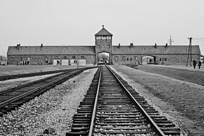 Auschwitz12_30