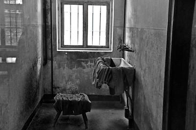 """Rommet hvor kvinner måtte kle av seg før de ble henrettet mot """"dødsmuren""""."""