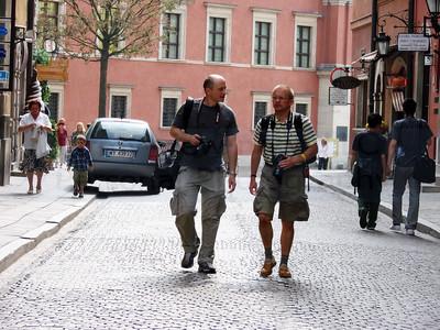Walking into the Warsaw's Old Town which was completely destroyed by Germans during the World War II. Wchodzimy na Starowke,w historie Polski. Z Roberto po Starowce,bylo mi bardzo przyjemnie,ze Roberto towarzyszyl mi w fotografowaniu Warszawy.