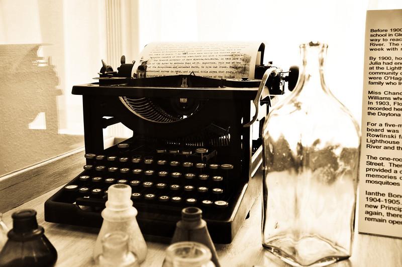 Early 20th Century typewriter.