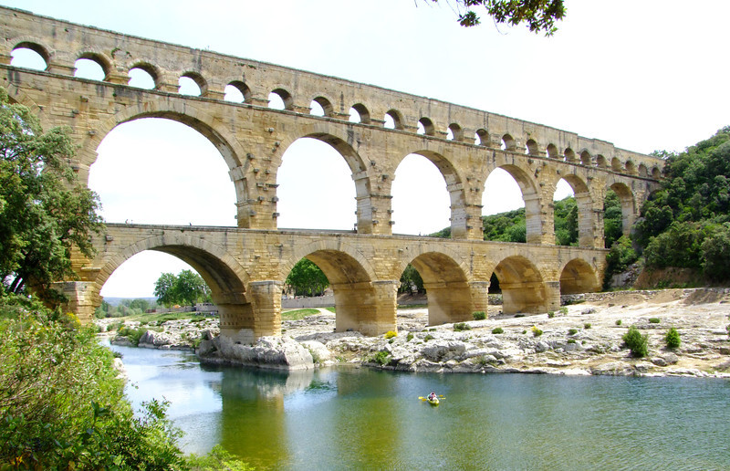 The aquaduct was partially hidden by a bridge built in the 1700's but Napoleon III had it removed to restore the full beauty of the aquaduct.