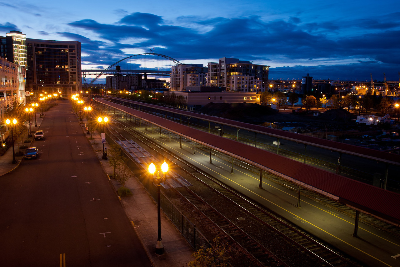 Looking north towards the Freemont Bridge at dusk.