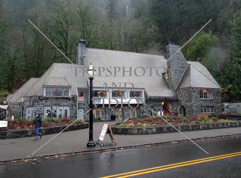 The visitor center and souvenir shop at Multnomah waterfalls in Portland, Oregon.