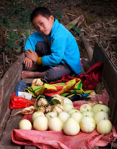 Young Yangshou boy on cart