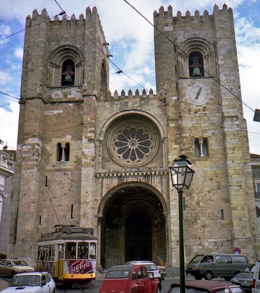 Lisbon Cathedral (Santa Maria Maior de Lisboa or Se' de Lisboa)  was build in 1147.