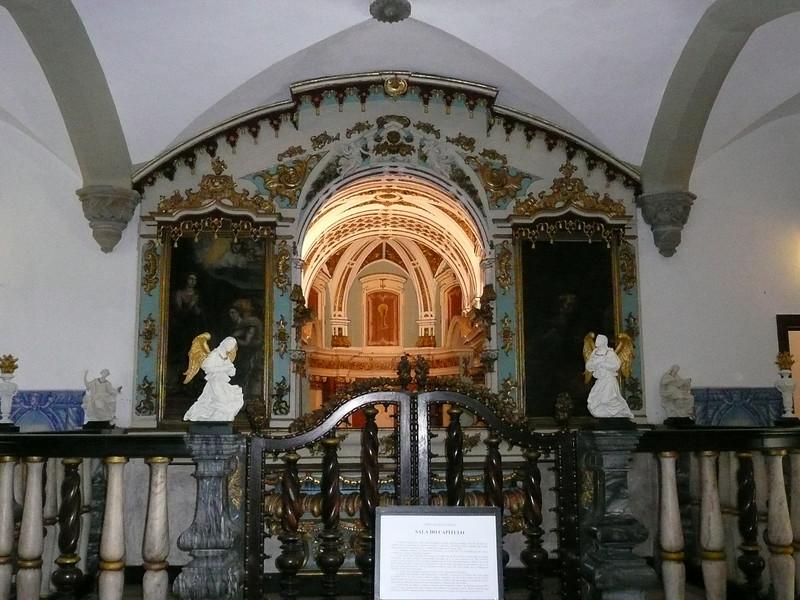 The entrance of Capela do Osso (Chapel of Bones)