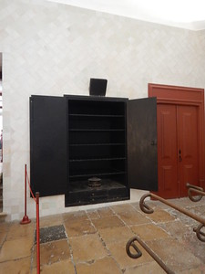 Sintra Palace - kitchen plate warmer