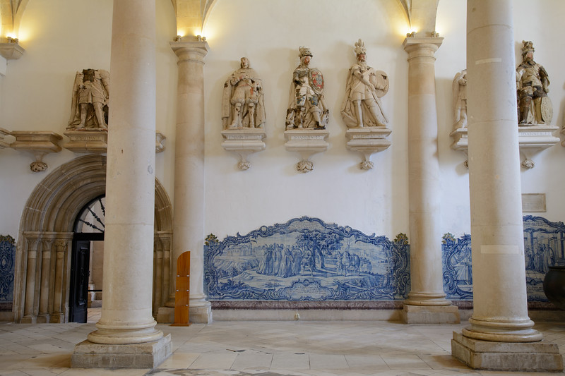 The Sala dos Reis (Hall of Kings) boasts statues of royalty.