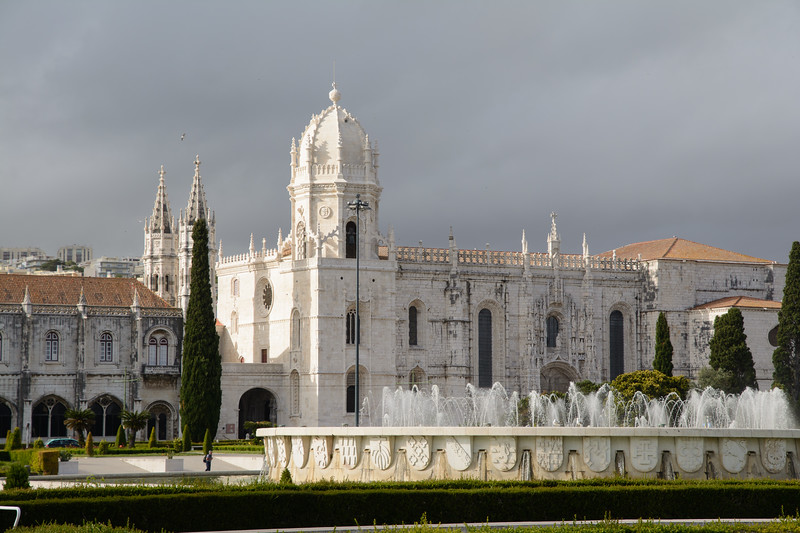 The sun came back so we took the bus to Belem.  Unfortunately the amazing Jeronimos monastery was closed.