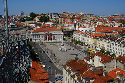 Lissabonin Rossio -aukio kuvattuna Santa Justan hissiltä. Rossio plaza from the Elevador de Santa Justa, Lisbon, 2007.
